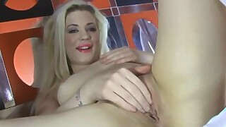 Gorgeous British Babe Riley Wanking At Her Interview