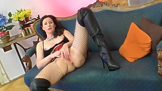 Bigass Euro Mature Masturbates In Stockings
