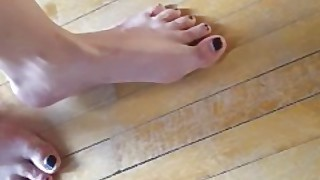 Barefoot Giantess Walking Around And Creaking The Floor