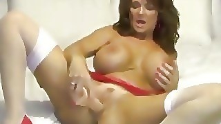 Foxy Cougar Deauxma Shows How A Woman Squirts With 2 Toys