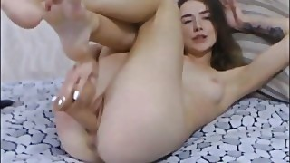 Teen Girl Loves Playing With Her Juicy Pussy
