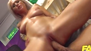 Fake Hostel Hitman Comes To Take Out Sexy Mature Landlady