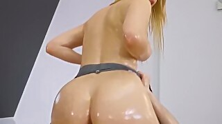 Reality Kings - Pawg Blonde Amaris Gets Her Legggings Ripped