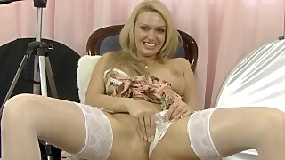 Cute Uk Milf Amber Jayne Gets Dirty With A Camera