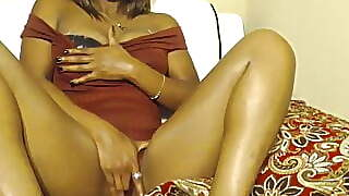 Sexy Black Chick Rubbing Her Pussy
