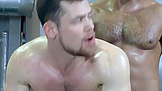 Interracial Gay Sex With Muscle Men