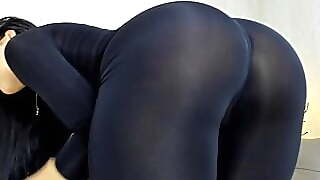 Brunette Legging Ass Twerk