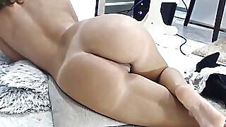 Wonder Milf Masturbating Her Creamy Pussy Until Squirt