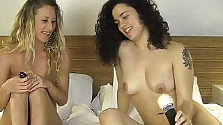 Sweet Zayda And Amberly Toy Their Pussies