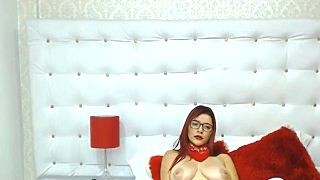 Babe Gets Horny Then Finger Fuck Her Pussy