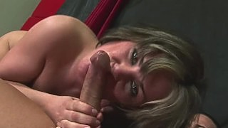 Her Face Turns Red During Deepthroat Action