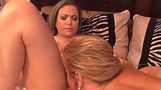 Blonde Carmen Valentina Drilled By Strap On Babe Amber Lynn