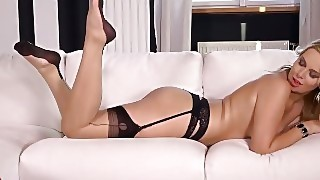 Curvy Ass And Sexy Feet Of Nikky Dream Make Foot Fetishists Get Off Instantly