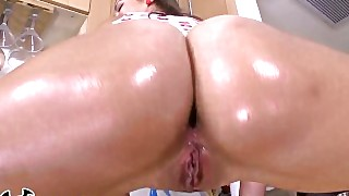 Bangbros - Beautiful Pawg Kelsi Monroe Takes Anal Like A Champ