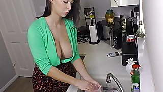 Big Tits Alicia Washing Dishes And Her Friends Show Off