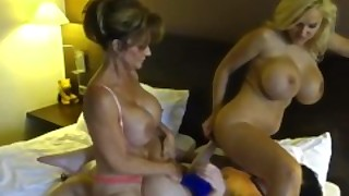 Texas Cougar Deauxma Scissor Fucks Gf And Dolly Fox In 3some