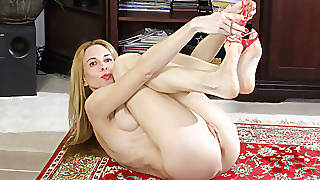 Skinny Milf Ciel From The Usa Fingers Her Tight Cunt