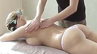 Seducing Blindfolded Girl And Performing An Incredible Massage