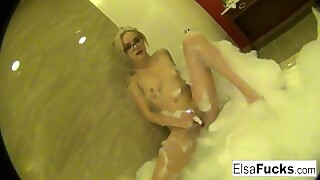 Cute Elsa Masturbates In A Bubble Bath