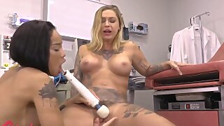 Girlgrind - Ebony Nurse Honey Gold Worships Dr Kleio Valentiens Pussy