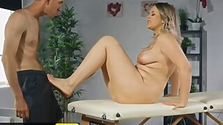 Brazzers - Thicc Bonde Nikky Dream Gets A Soapy Massage